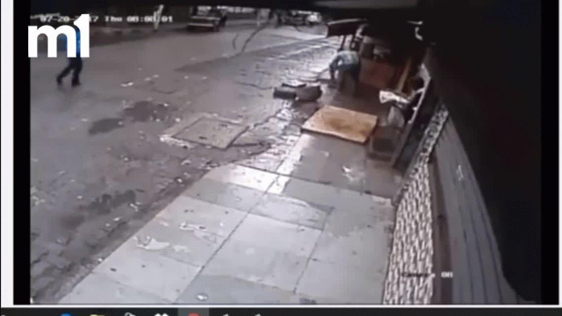 VIDEO: Una famosa conductora de TV india murió aplastada por un árbol