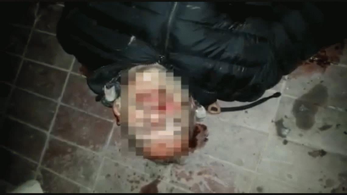 VIDEO: Un agente penitenciario quiso robar una moto y lo lincharon