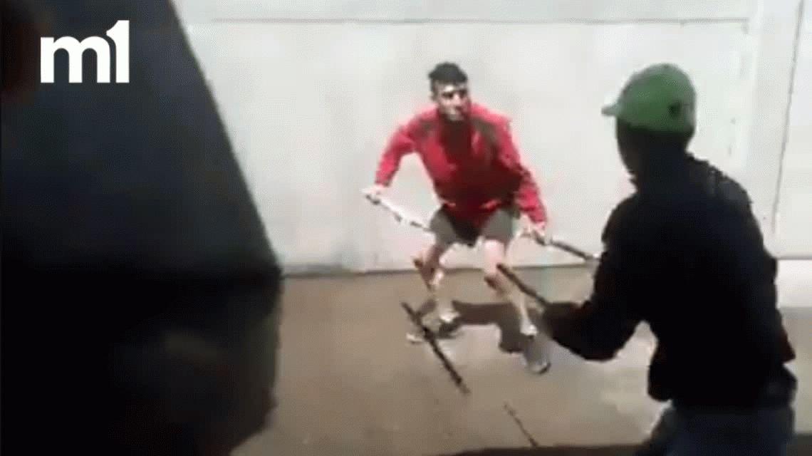 VIDEO: Presos luchan con espadas y cuchillos en una cárcel de Uruguay