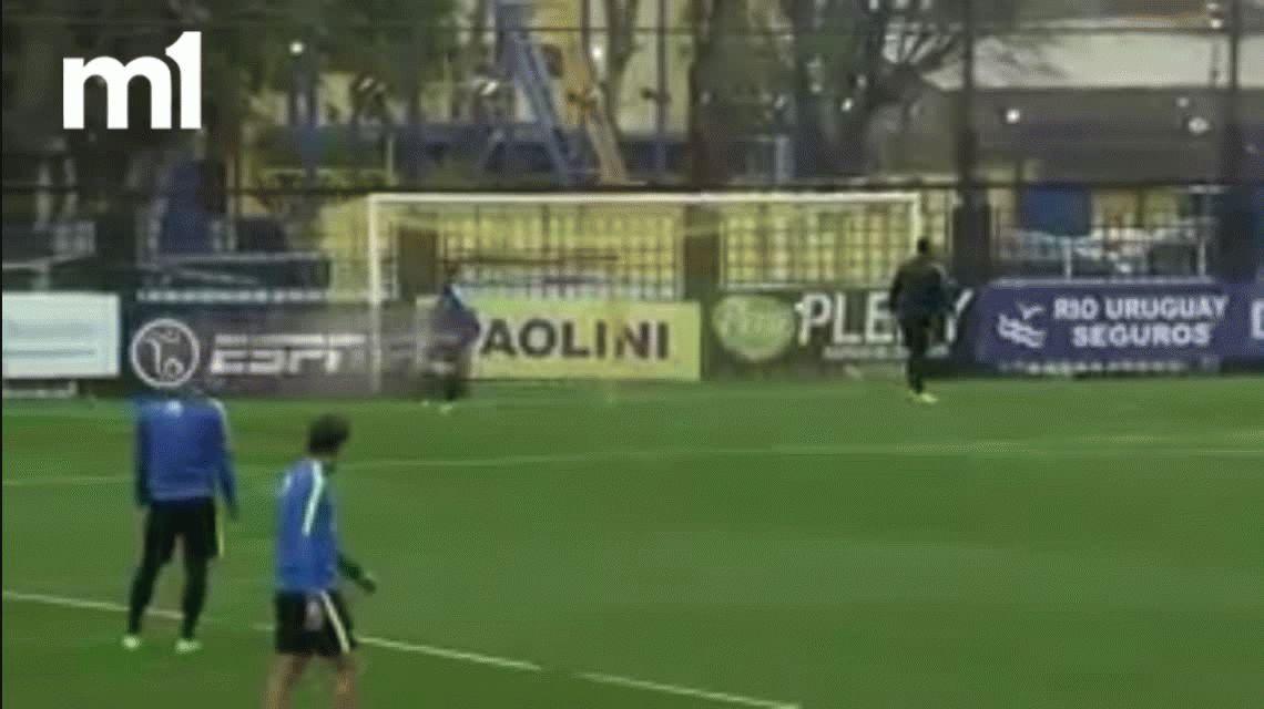 VIDEO: El exquisito golazo de Darío Benedetto en el entrenamiento de Boca