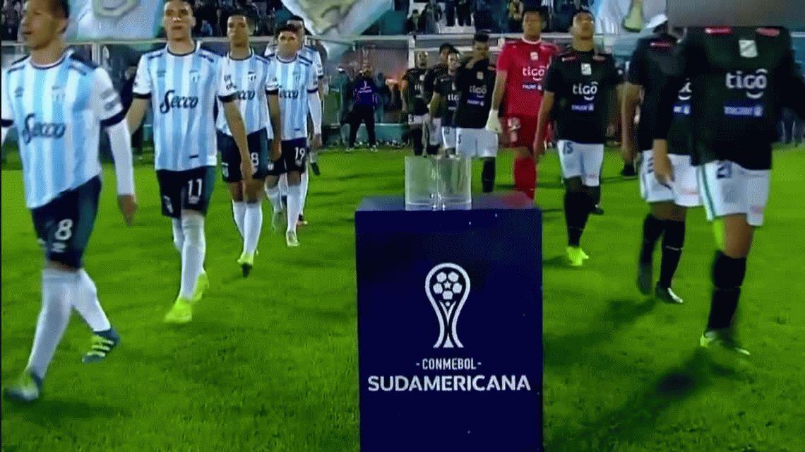 Atlético Tucumán derrotó a Oriente Petrolero con tripleta del Pulga Rodríguez