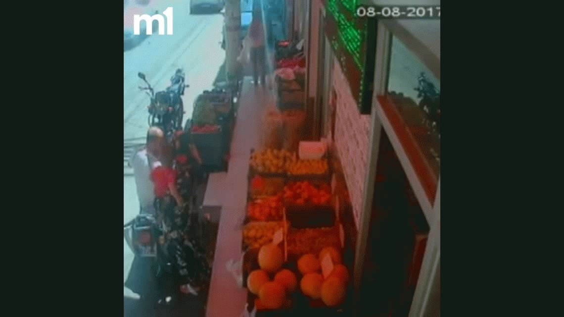 VIDEO: Así mataron a un papá que abrazó a su hijo para protegerlo de las balas