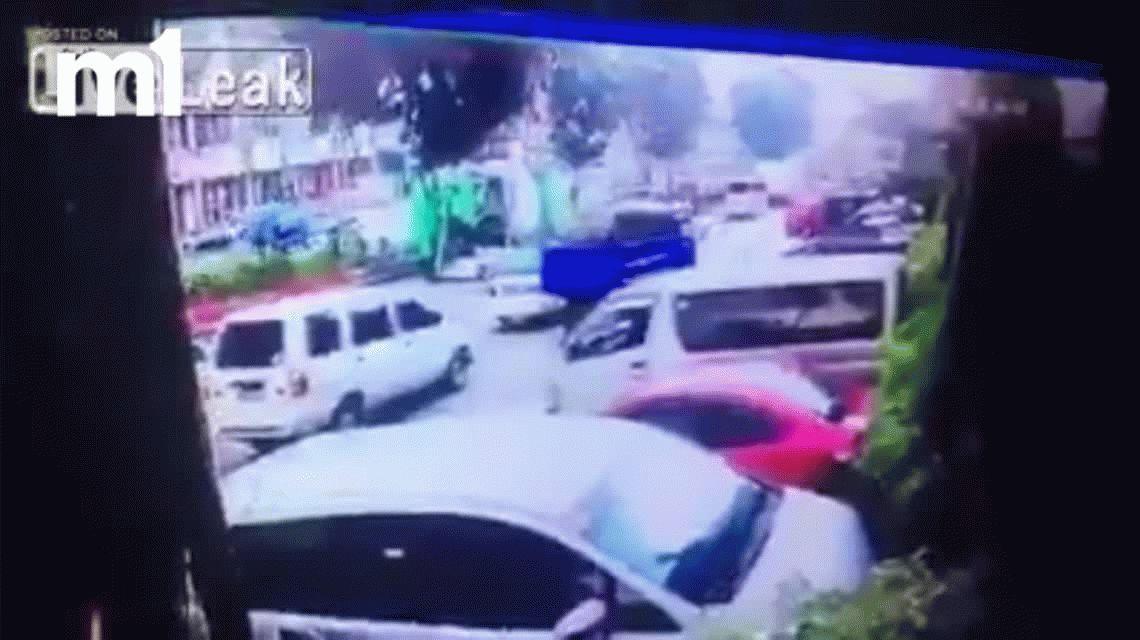 Una mezcladora de cemento aplastó un auto: mató a uno e hirió a cuatro