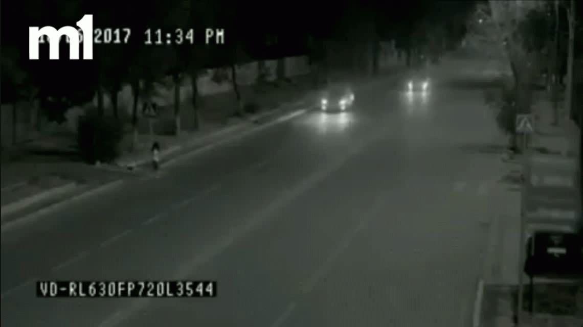 VIDEO: Cruzaba la calle, la iba a pisar un auto pero la salvó el fantasma del padre
