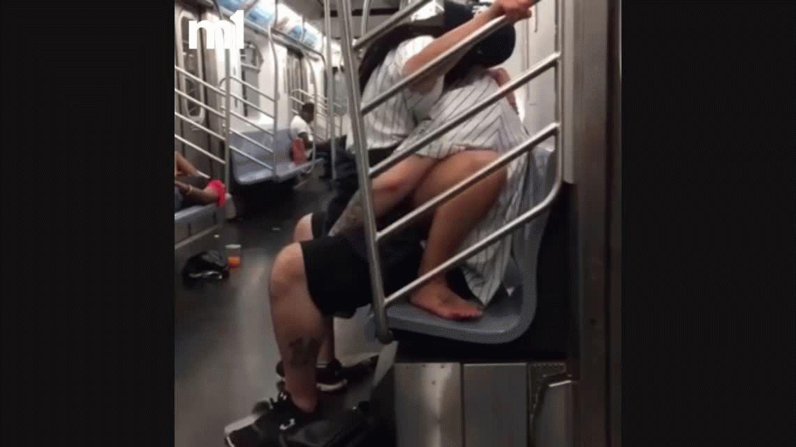 VIDEO: Dos fanáticos de un equipo de baseball tienen sexo arriba del subte