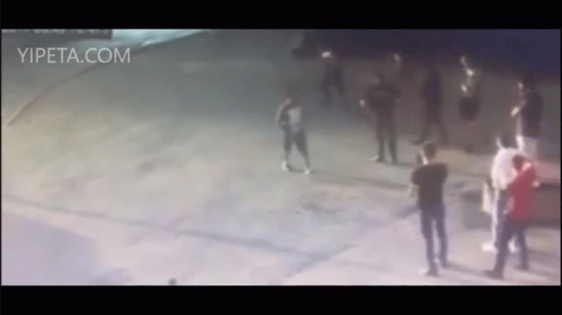 El impactante momento en que matan a un campeón mundial de levantamiento de pesas