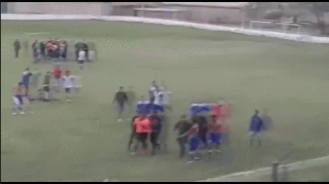 VIDEO: Cobarde agresión al árbitro Claudio Landriel en la Liga Güemense de Salta