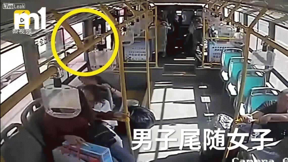 Héroe: un colectivero frustra el robo de un celular a una pasajera