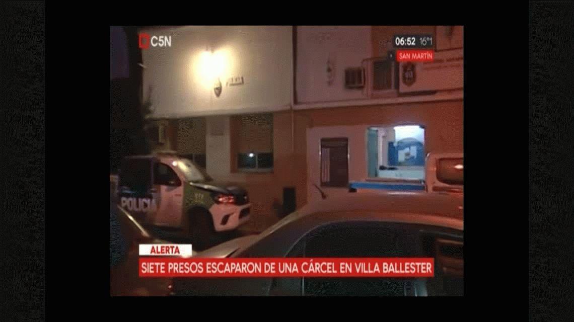 Echaron al jefe de turno de la comisaría de Villa Ballester por la fuga de 7 presos
