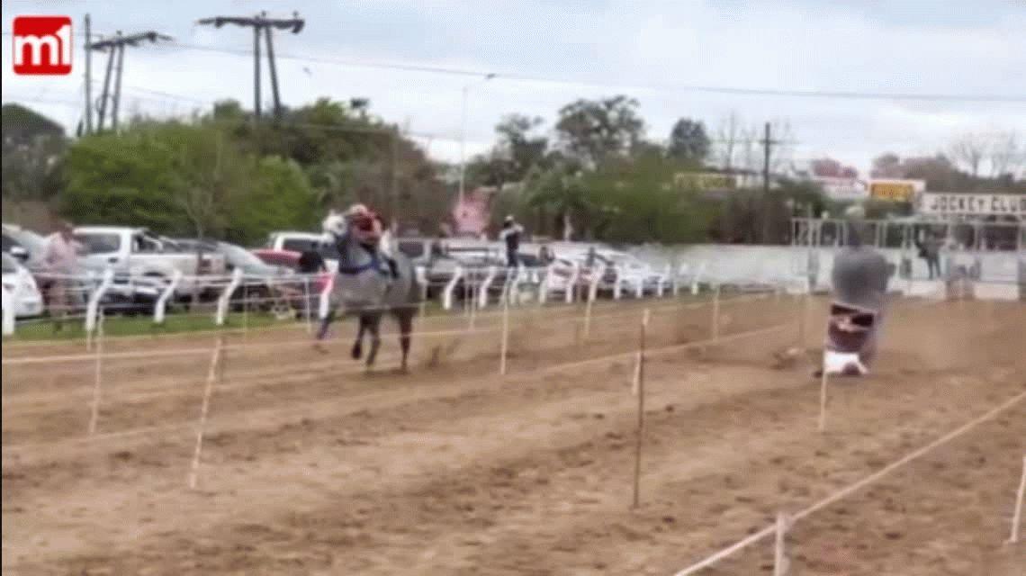 VIDEO: Así cayó desplomada la yegua que pertenece a Pepe Sand