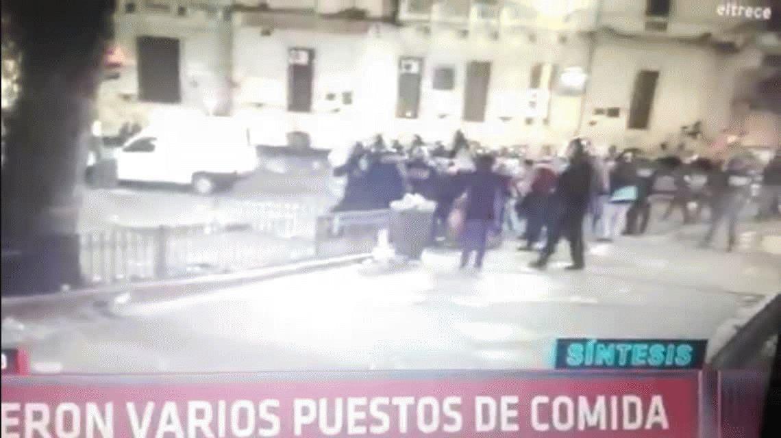 Santiago Maldonado: la patada de un policía a una mujer en plena marcha