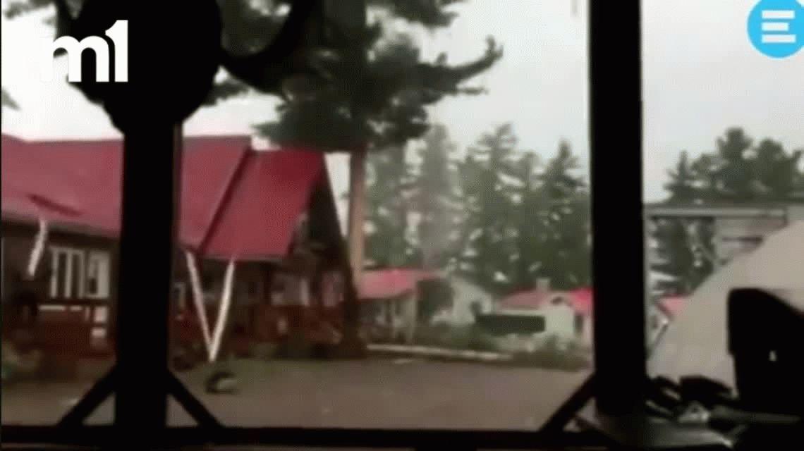 Estaban grabando una tormenta y casi se infartan con un rayo
