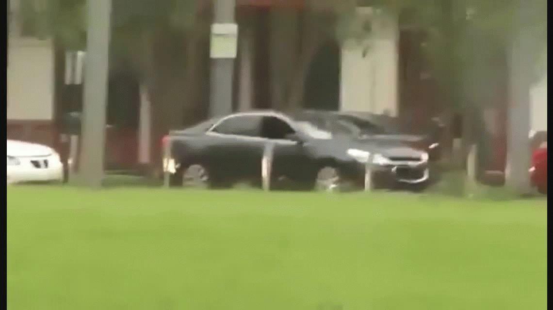 VIDEO Oportunistas se aprovechan de los lugares evacuados por Irma para saquearlos