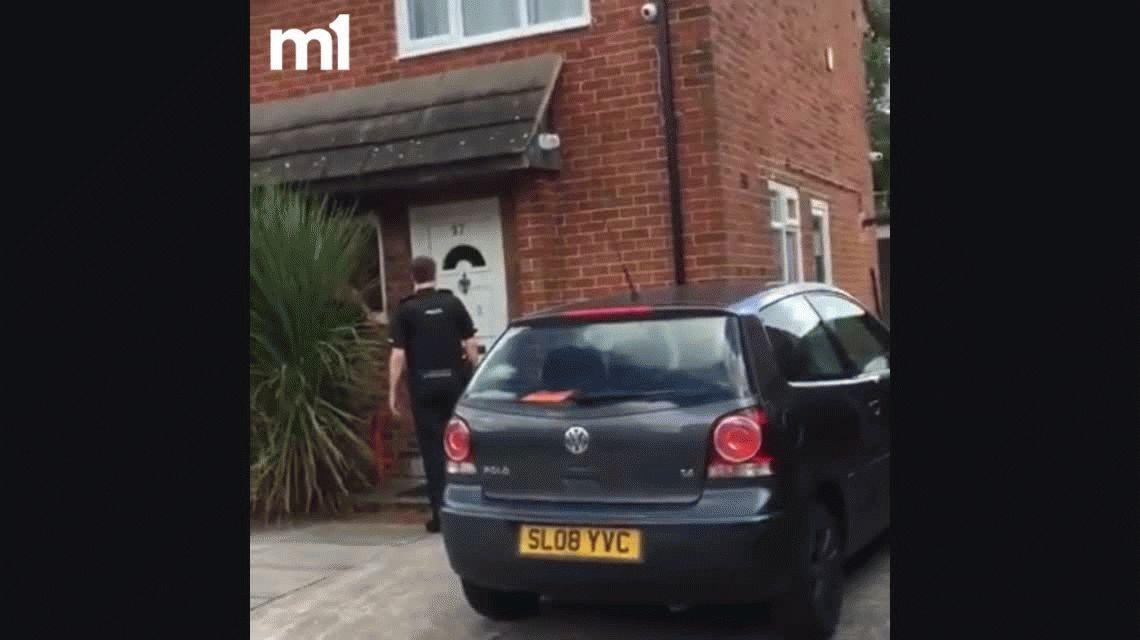 VIDEO: La policía tiró la puerta abajo, pero el ladrón escapó por la ventana