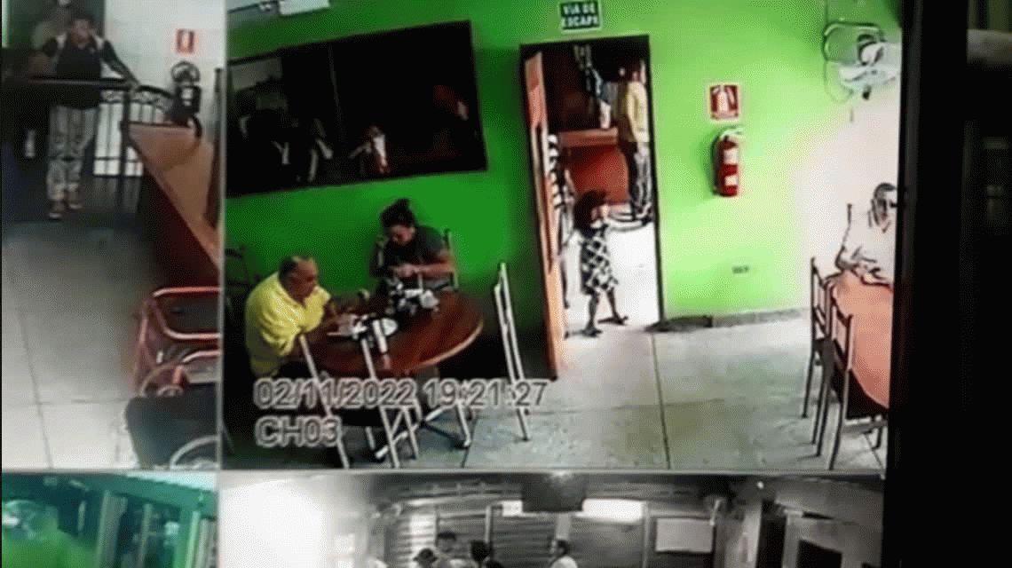 VIDEO: Un sicario hace a un lado a una nena y asesina a un hombre en un restaurante