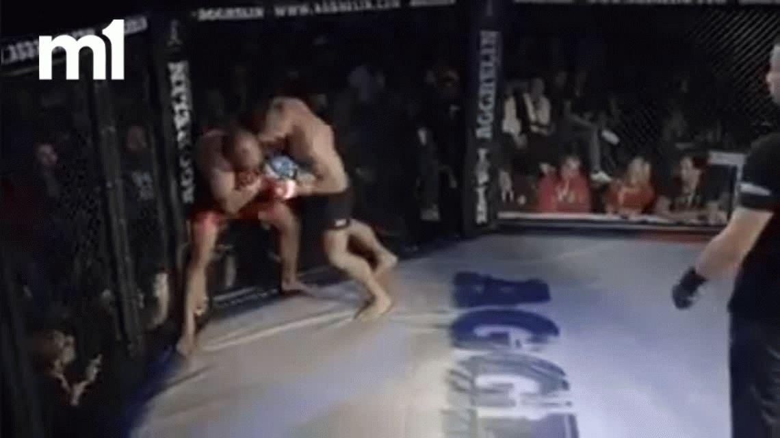 VIDEO: Un árbitro no paró una pelea de MMA y el luchador le pegó