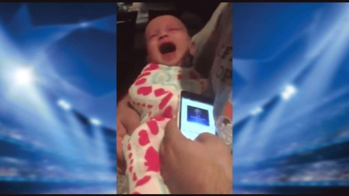 VIDEO: Un bebé deja de llorar cuando le ponen el himno de la Champions League