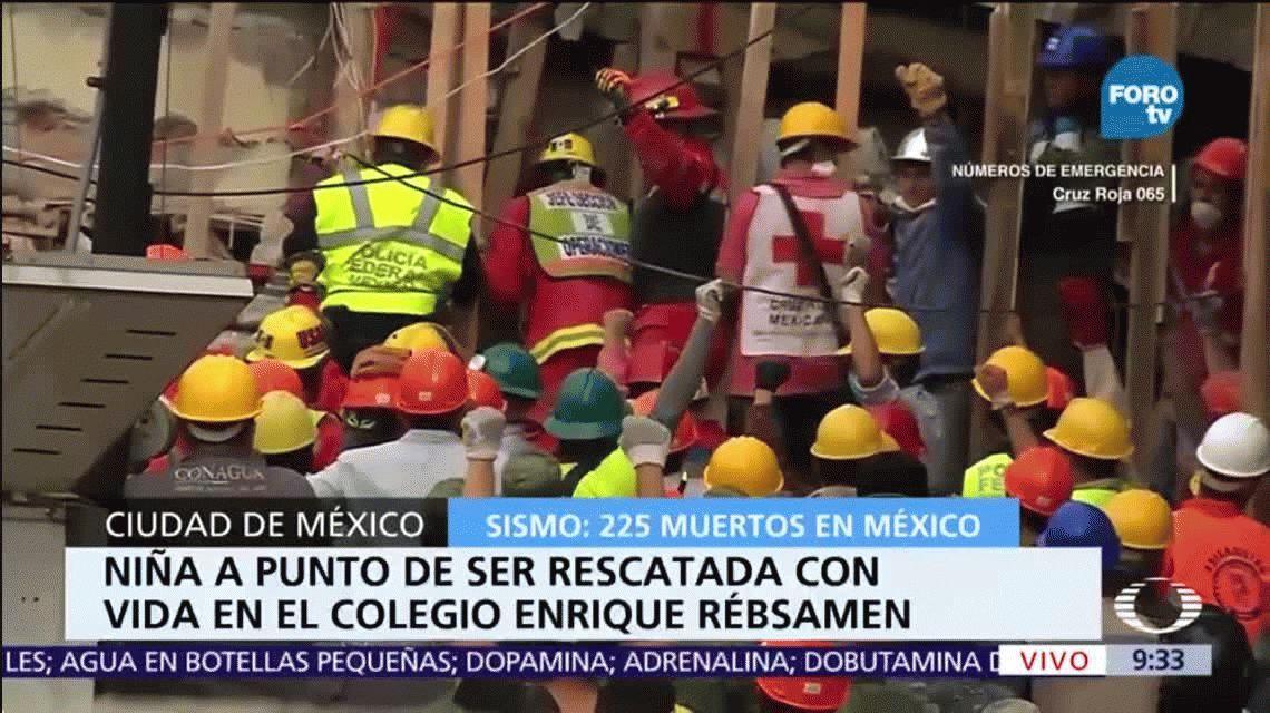 Así rescataron a una nena entre los escombros de la escuela derrumbada en México
