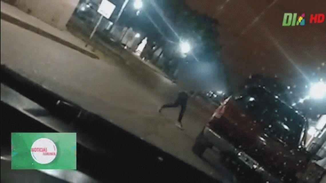 VIDEO: Vio a su ex con otra, le destrozó la camioneta y la detuvieron