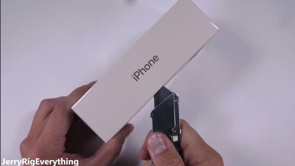 VIDEOS: ¿Cuánto aguanta un iPhone 8?