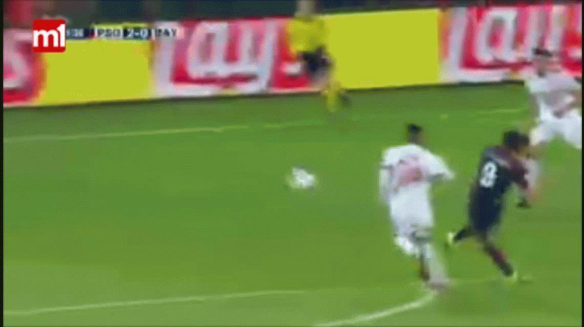 Mirá lo que hizo Neymar durante el festejo del gol de Cavani ante el Bayern Munich