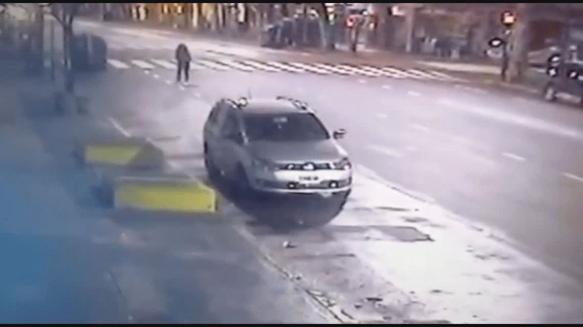 VIDEO: Así fue el choque en Belgrano y Combate de los Pozos en el que murió un policía