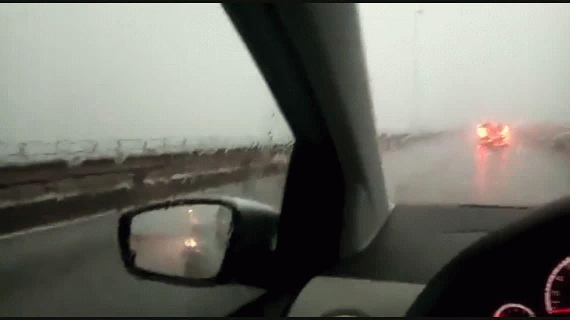 VIDEO: Una tormenta hace mover el Puente San Roque González de Santa Cruz en Misiones