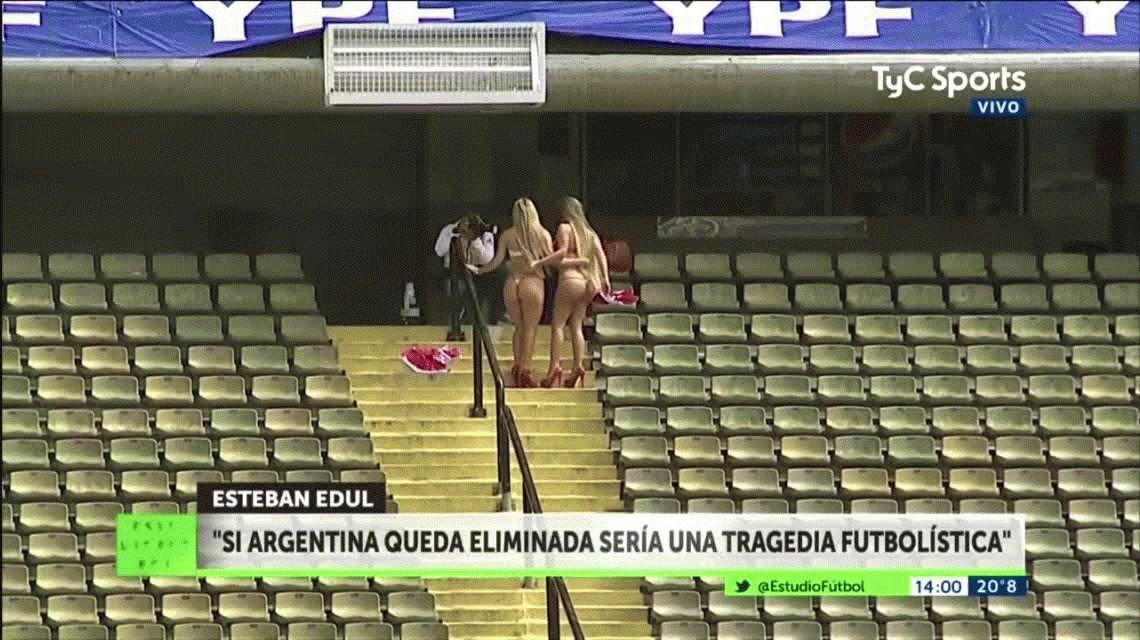 La previa más caliente: hinchas peruanas se desnudaron en La Bombonera