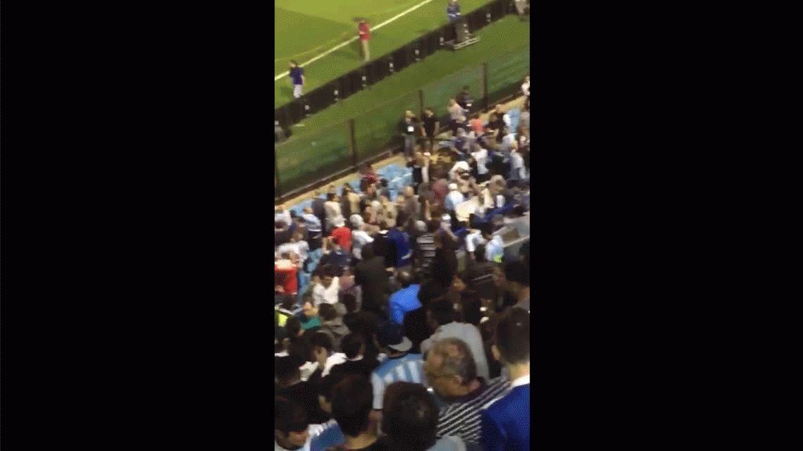 VIDEO: La Bombonera explotó contra River antes del partido de Argentina ante Perú