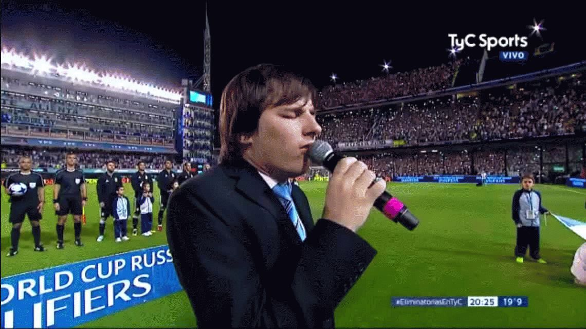 Emoción pura: así sonó el himno en La Bombonera