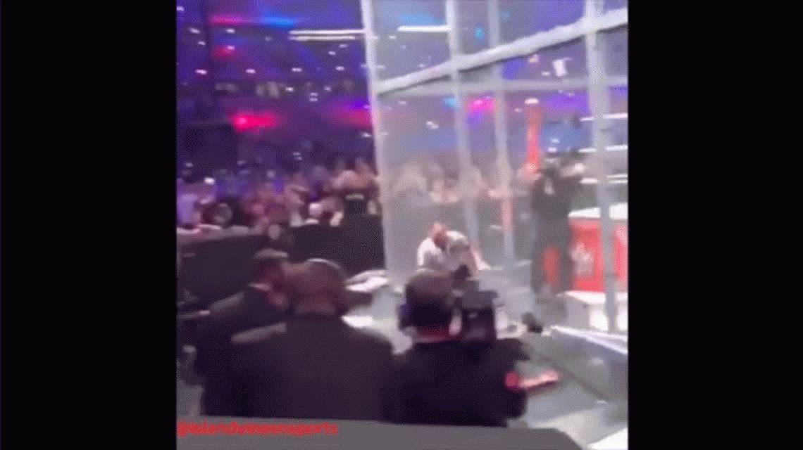 El terrible accidente de un peleador de lucha libre tras caer desde lo más alto de una jaula