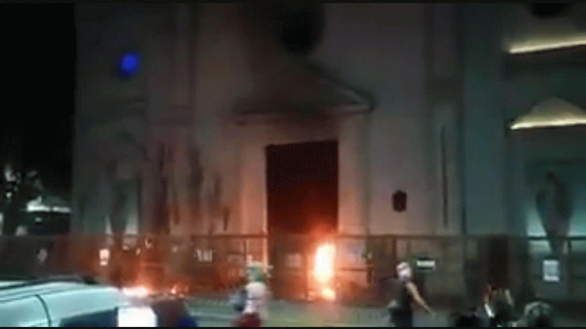 Incidentes en el 32° Encuentro Nacional de Mujeres: dañaron la catedral de Resistencia