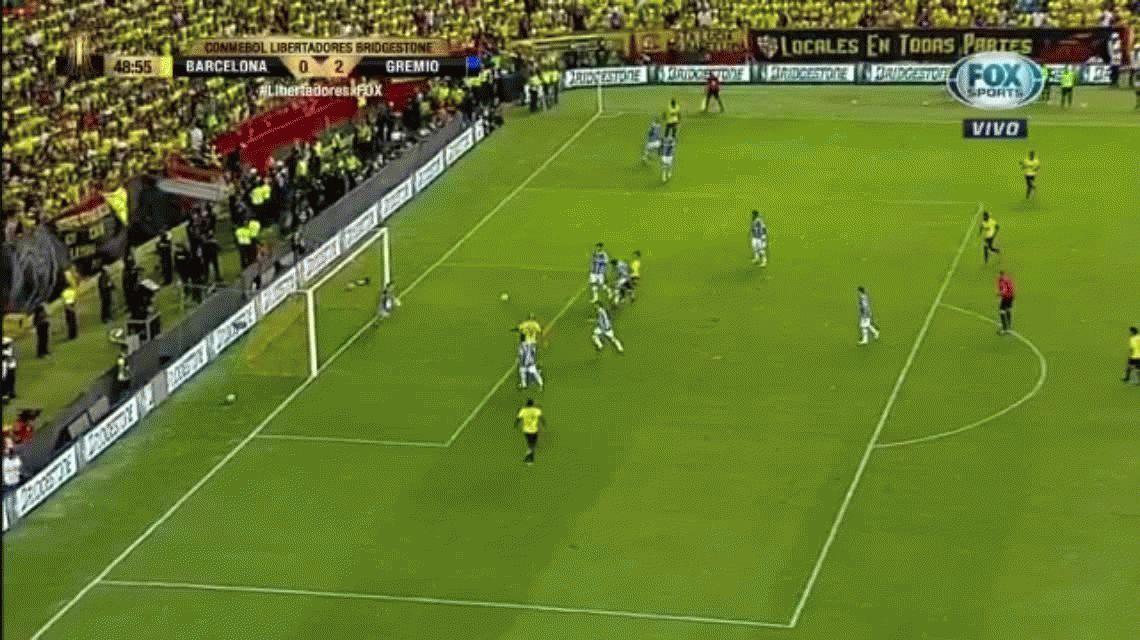 La atajada del año se dio en la Libertadores: Grohe le ahogó el grito a Nahuelpan