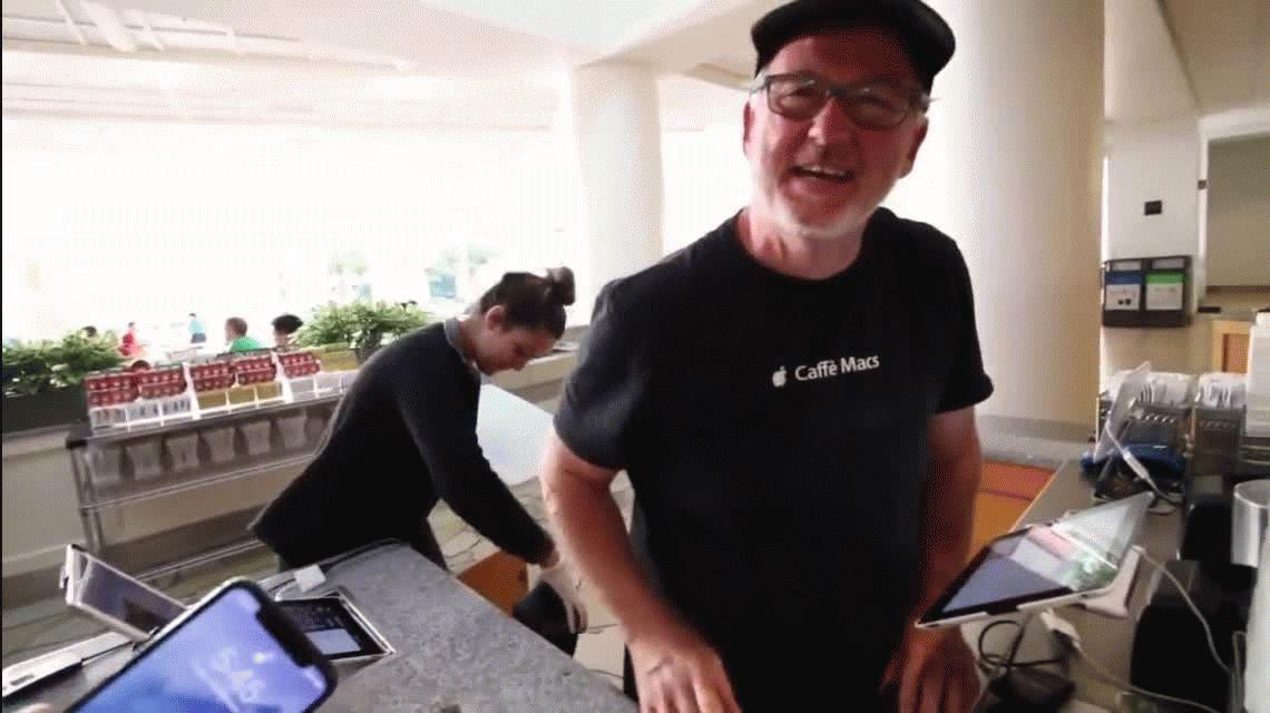 Mostró el nuevo iPhone X y provocó el despido de su papá de la empresa