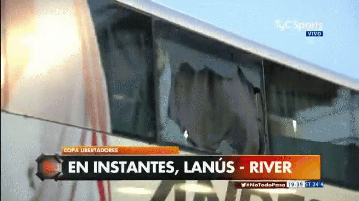 Apedrearon el micro que trasladó a los jugadores de River al estadio de Lanús
