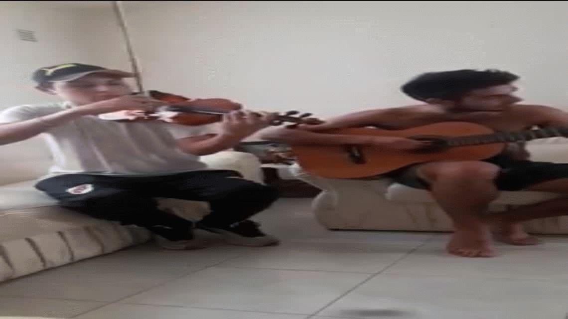 VIDEO: La versión de Ji ji ji en guitarra y violín que se viralizó