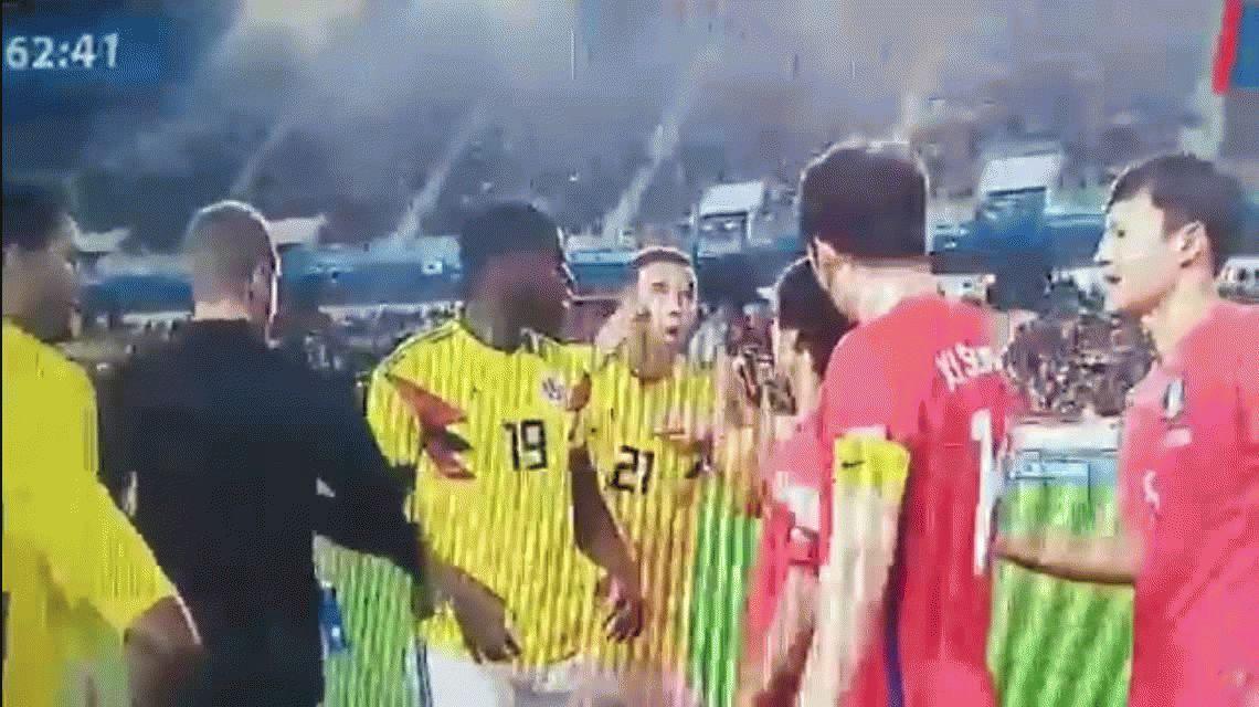 Indignante: el gesto racista con el que Edwin Cardona se burló de jugadores coreanos