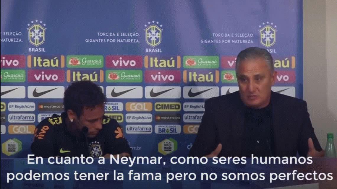 VIDEO: Neymar fue defendido por su DT y se largó a llorar en plena conferencia de prensa