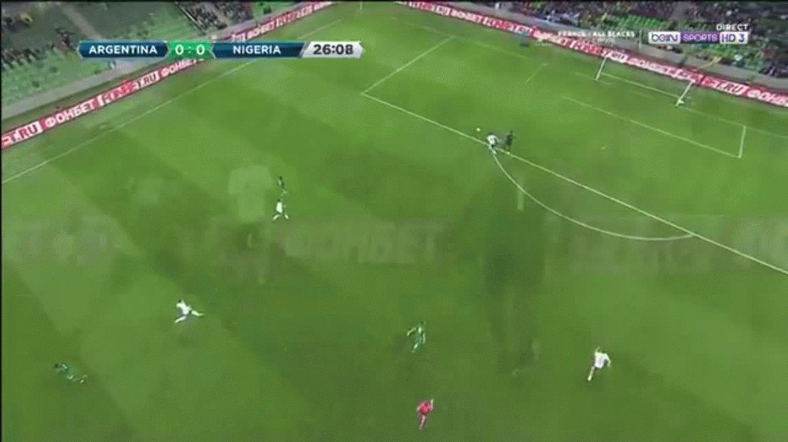 No se puede creer: el terrible blooper de Daniel Akpeyi antes del gol de Banega