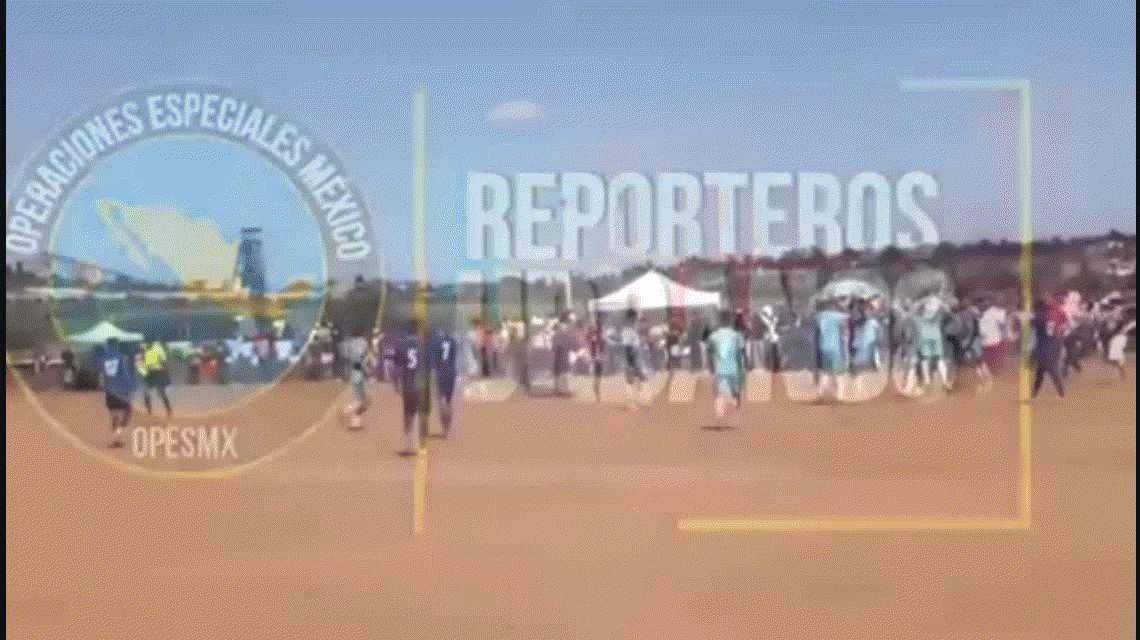 Video: Lo mataron a tiros en medio de una cancha de fútbol
