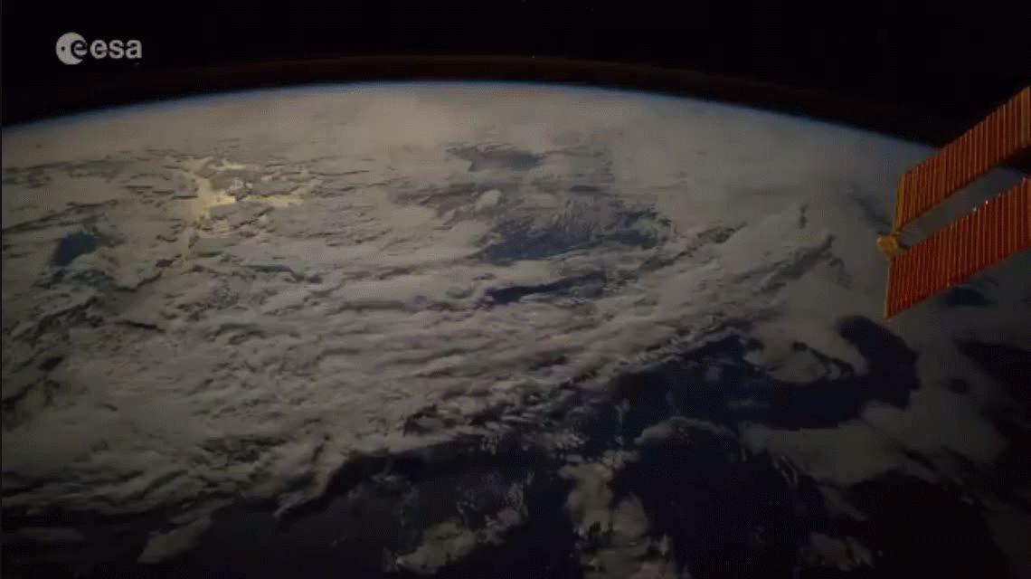 Así se ve el momento en que cae un meterorito a la Tierra