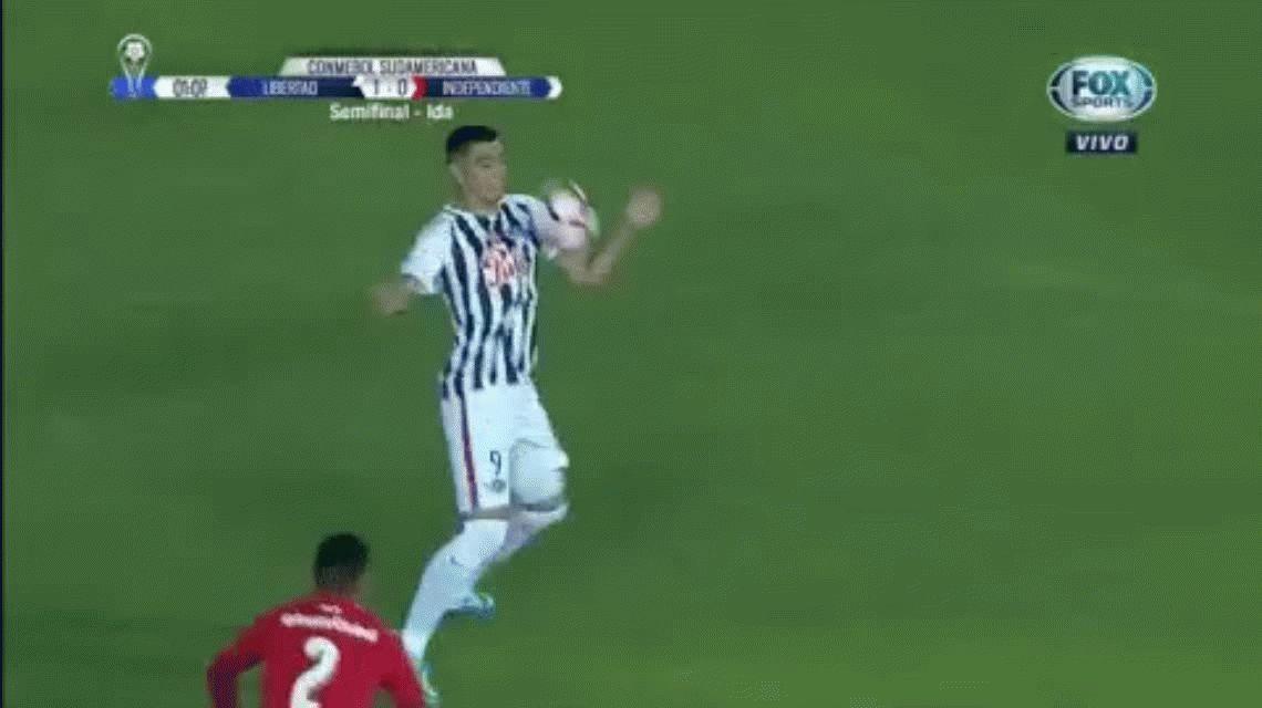 VIDEO: ¿Hubo mano en el gol de Libertad ante Independiente?
