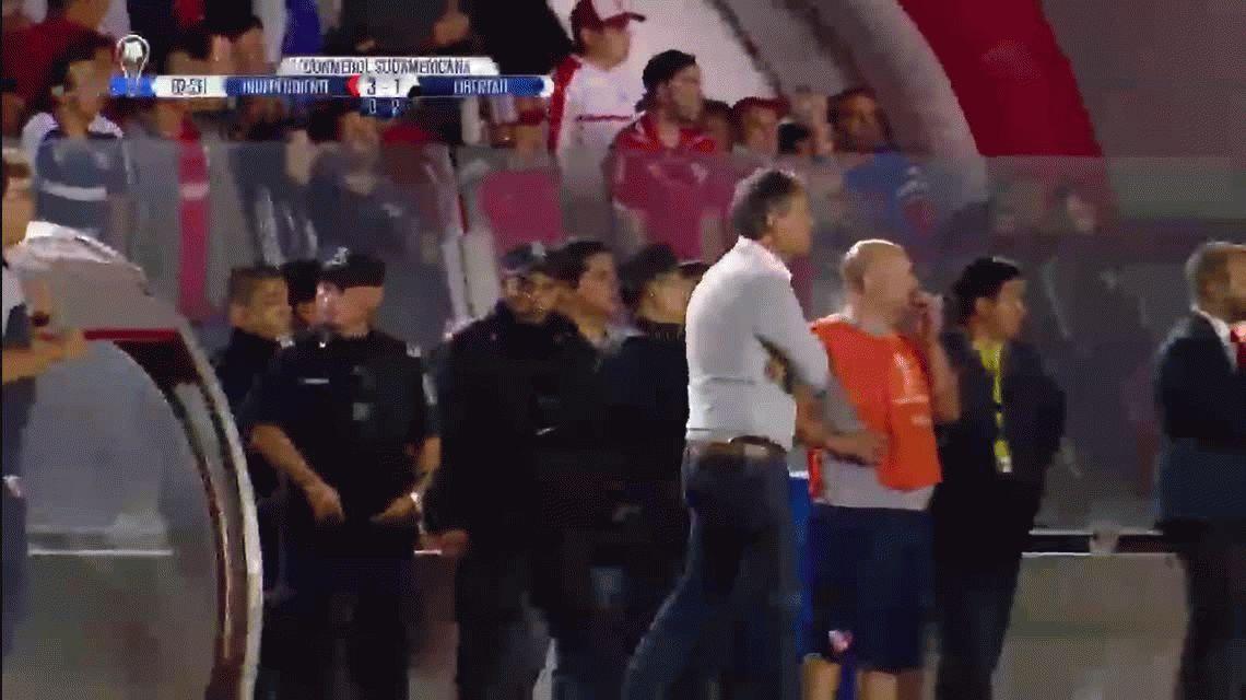 El Brujo Manuel estuvo en la cancha de Independiente ante Libertad