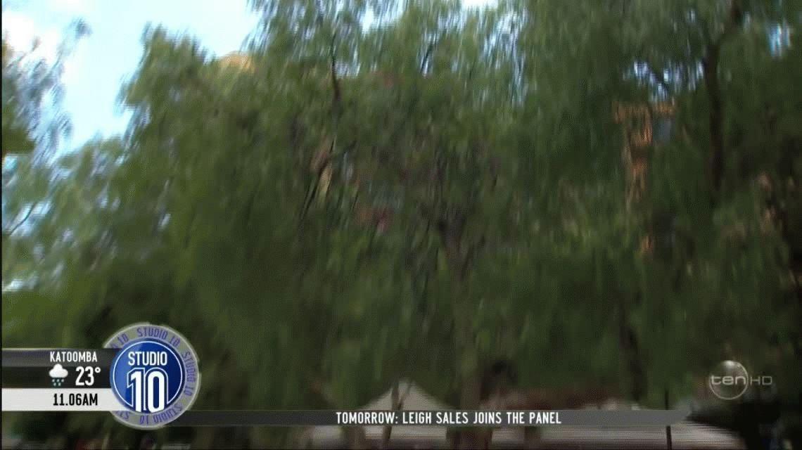 Un experimento en la calle casi decapita a una conductora de televisión