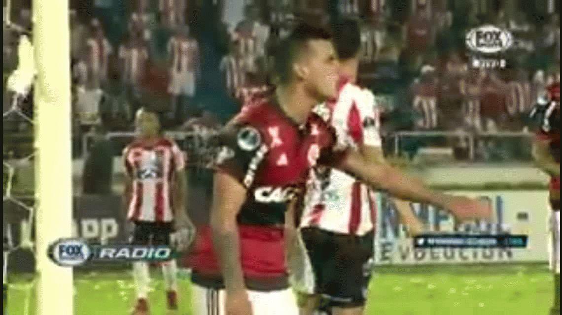 No cambia más: Teo Gutiérrez le dio un cachetazo a un rival