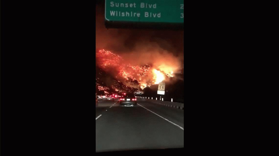 Fuego descontrolado en California: más de 200 mil evacuados