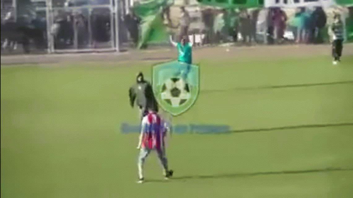 Salvaje y cobarde paliza a un hincha en la final de la Liga de Comodoro Rivadavia
