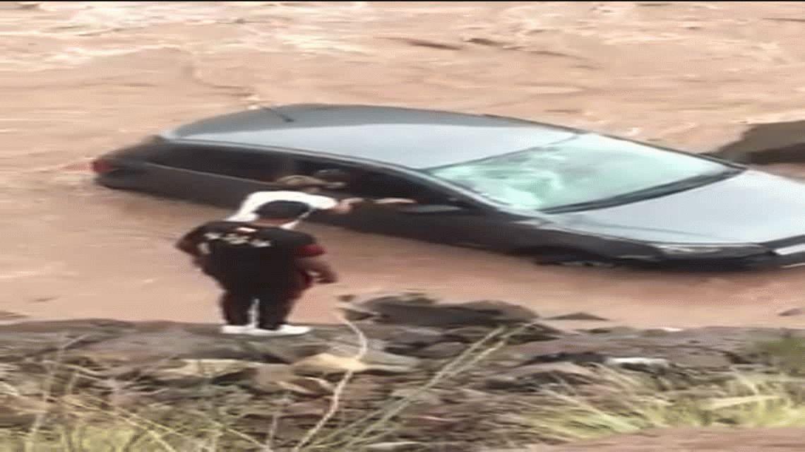 Mendoza: un chico de 15 años salvó a una pareja que cayó con un auto a un río