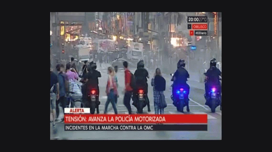 Incidentes en la marcha contra la OMC: botellas, piedras y palazos