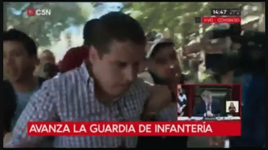 Un periodista de C5N brutalmente herido en la protesta frente al Congreso